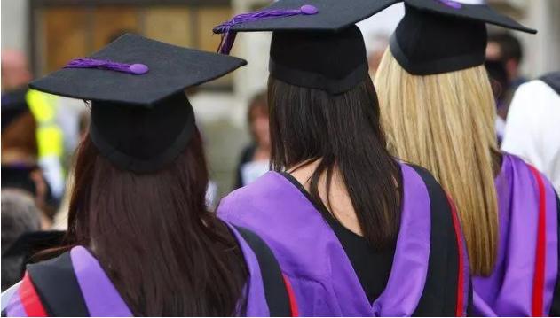 举债出国,廉价打工:谁说留学生都是富二代?